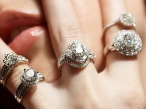 žiedai su deimantais