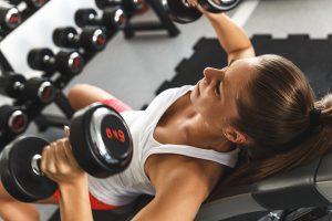 Treniruotė lauke ar sporto salėje: pliusai ir minusai