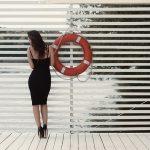 Klasikinės juodos suknelės – kiekvienaidienai, į darbą bei vakarėlį