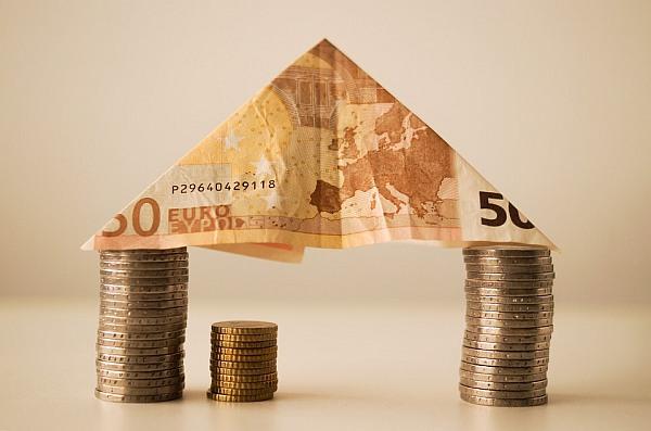 Paskola su turto įkeitimu – pagalba, kai jos labiausiai reikia?