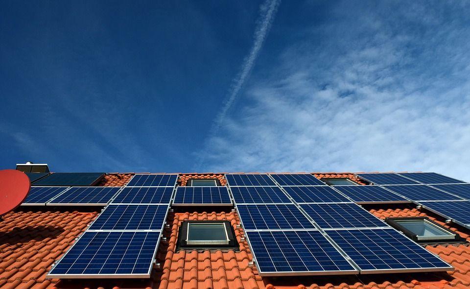 Saulės elektrinės ženkliai sumažina sąskaitas už elektrą